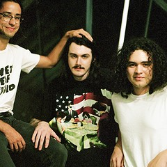 Chicago trio Town Criers make psychedelic power pop for the ages