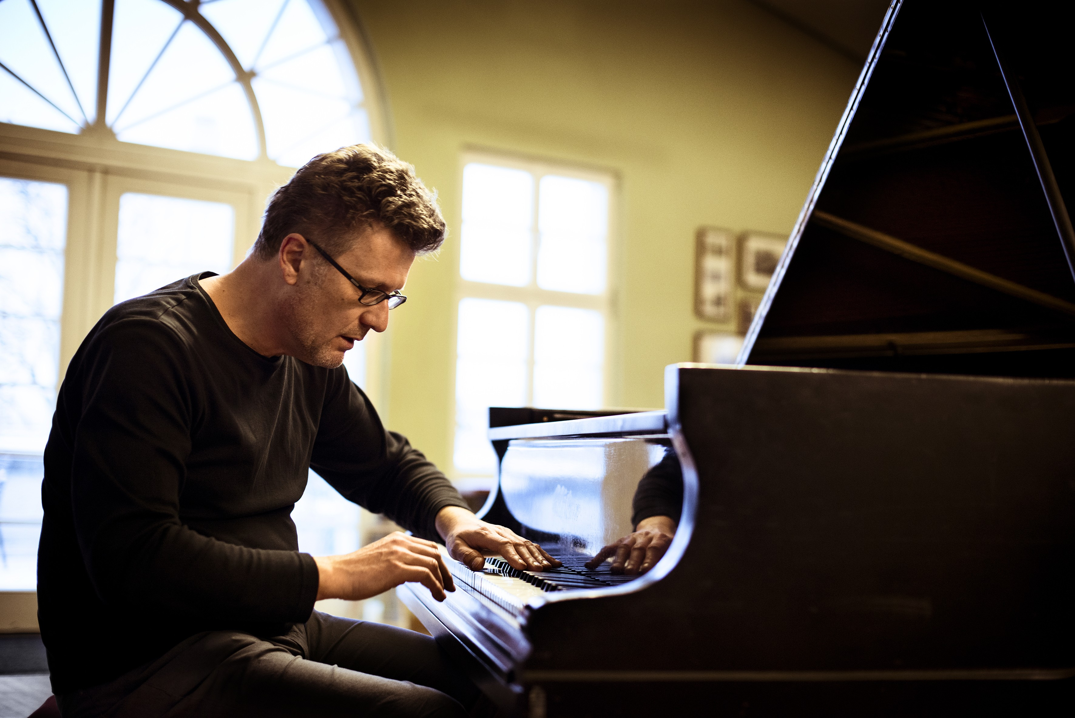 two solo albums make the best case for pianist uwe oberg  click to enlarge uwe oberg julia kneuse