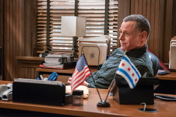 Jason Beghe plays watered-down police captain Hank Voight.