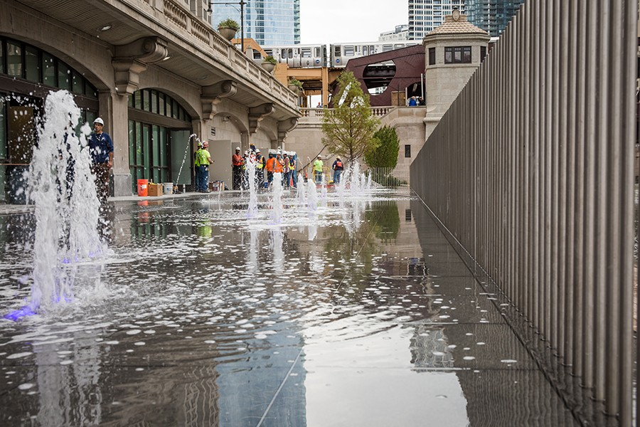 Chicago Riverwalk, Water Plaza - SANTIAGO COVARRUBIAS