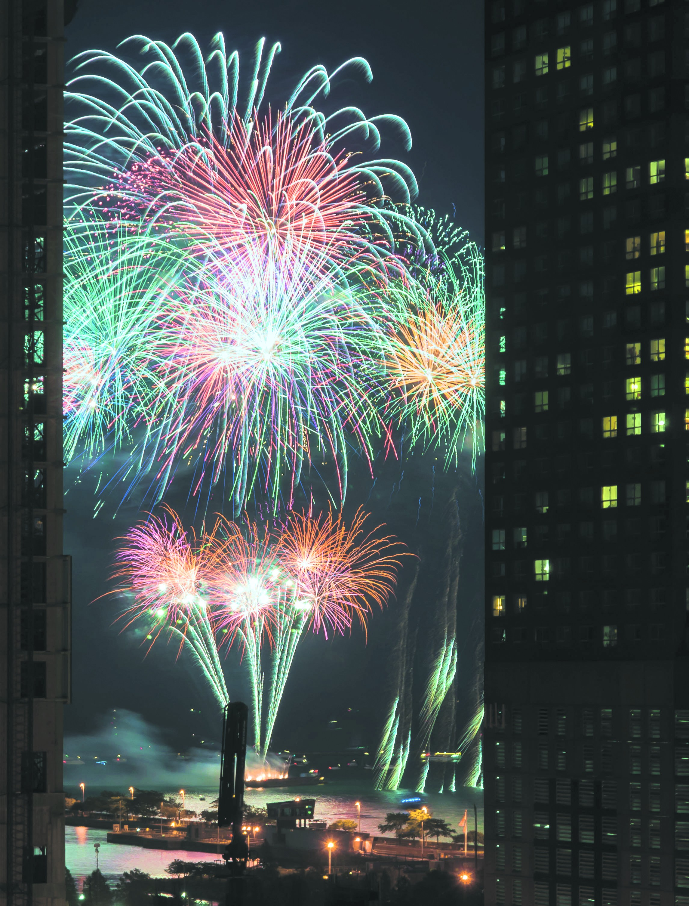 e9ea11736bd click to enlarge Navy Pier fireworks will be dy-no-mite! They begin on  Tuesday 7