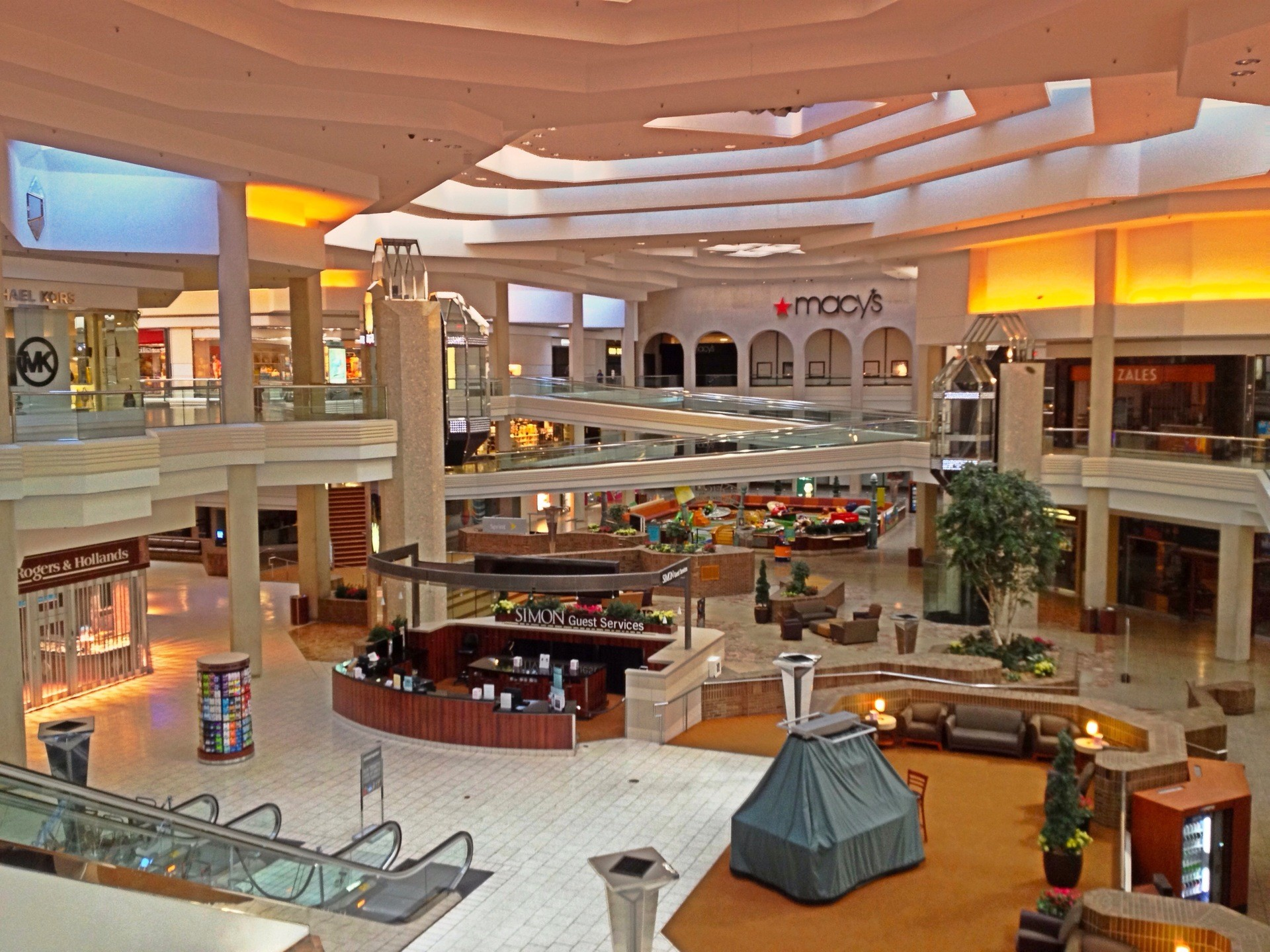 Woodfield Mall is a shopping mall located in the northwest Chicago suburb of Schaumburg, Illinois, United States, at the intersection of Golf Road and Inters.
