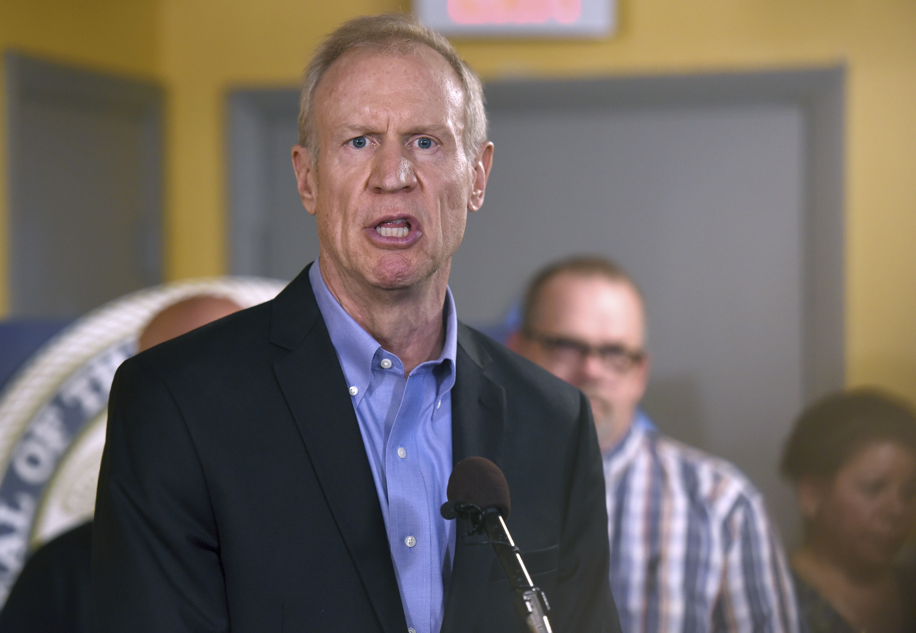 Rauner pushes term limits in
