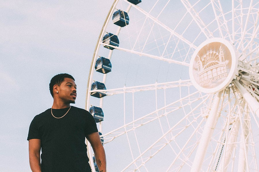 Taylor Bennett and the renovated Ferris wheel at Navy Pier - THOUGHTPOET