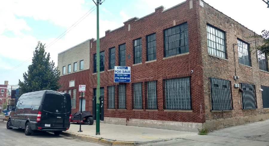 UPDATED  R. Kelly s Chicago studio and alleged  cult  outpost for sale—with  him in it  0110c5686aa