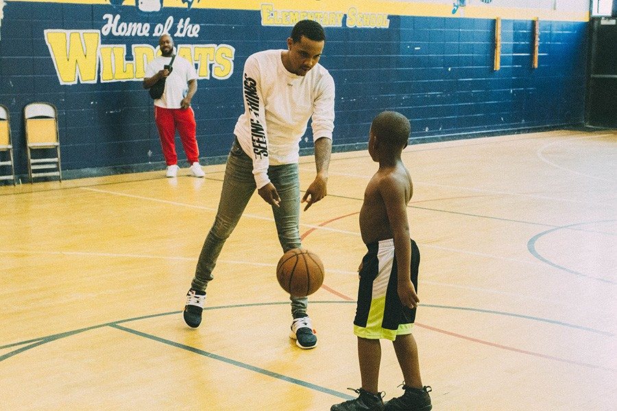 G Herbo and a young boy shoot around in the gym next to Overton Elementary. - THOUGHTPOET