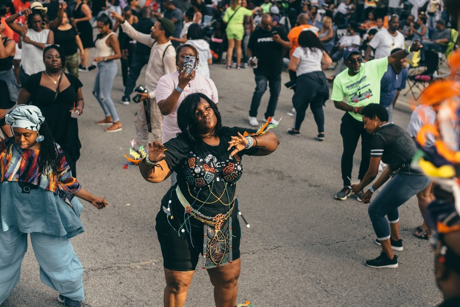 Three backyards aren't big enough for Chicagoans' love of house—so now this party happens in a high school parking lot. - SEHAR SUFI