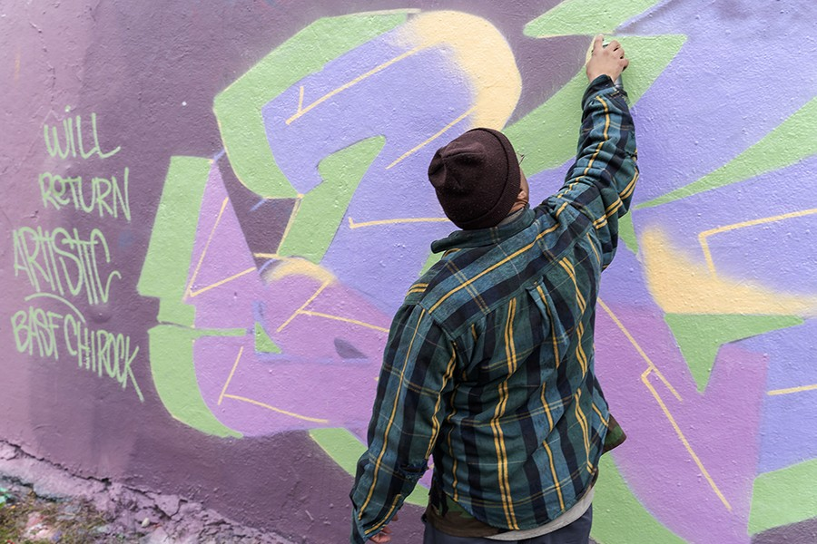 Roberts and his new mural - KIMKOVACIK FOR CHICAGO READER