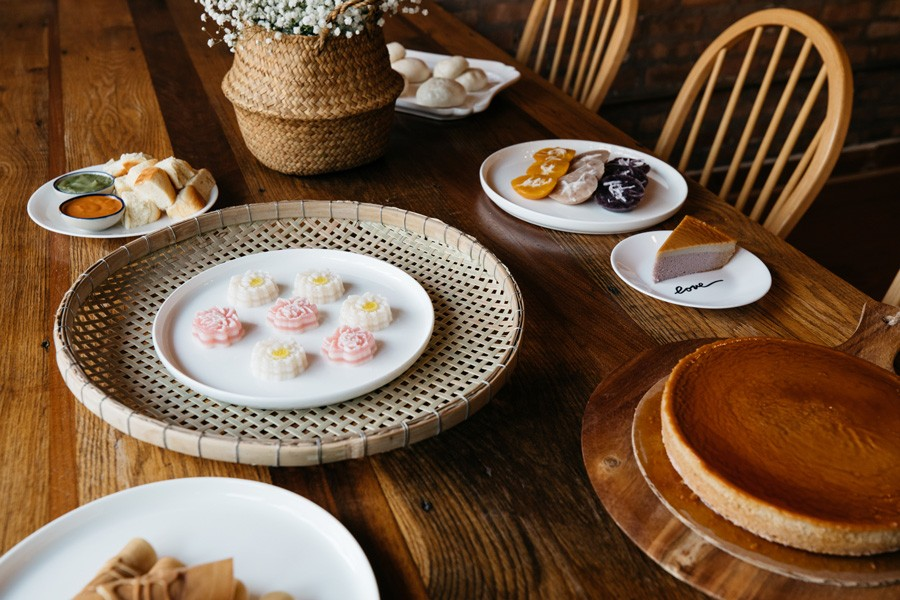 """Clockwise, from the center: khanom chan, blossom-shaped steamed cakes; a khanom pang-sangkhaya set; """"buddy buns;""""  """"sibling"""" cakes; taro chiffon cake; Khanom Tokyo - SANDY NOTO FOR CHICAGO READER"""