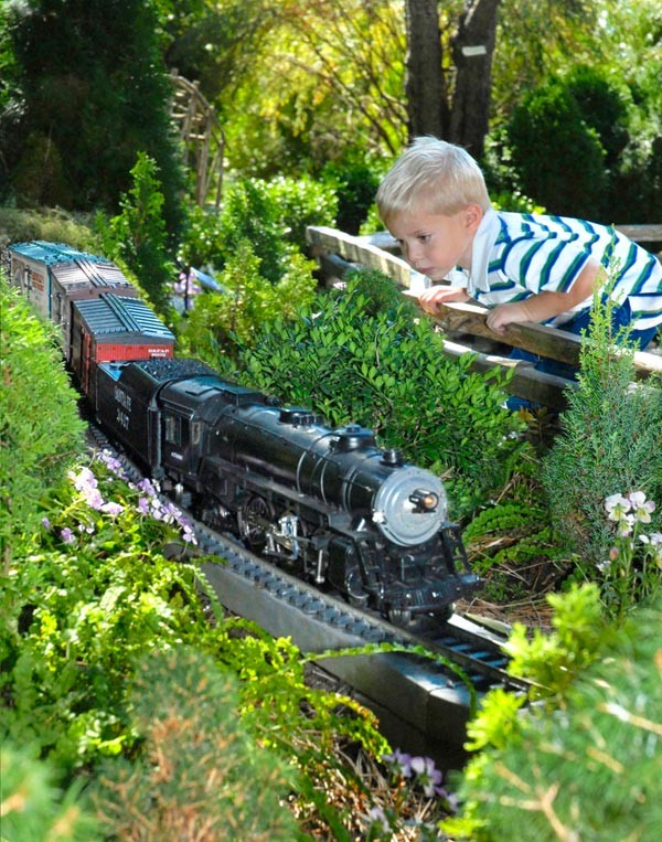 model-railroad-garden_chicagobotanicgardenphotos_mag.jpg