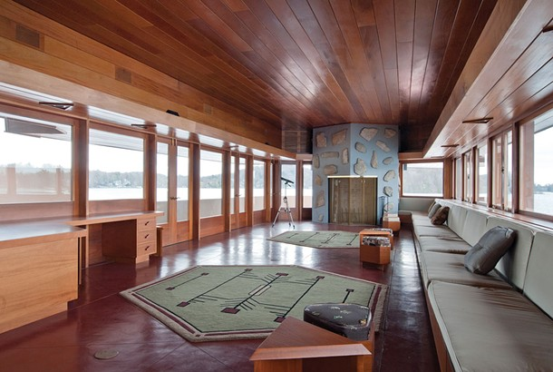 A 28-foot cantilevered slab extends southward over Lake Mahopac. The furniture and rugs are based on designs by Frank Lloyd Wright.