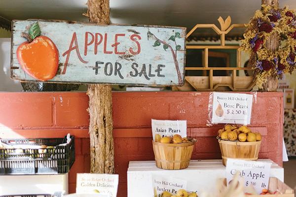 Apples for sale at Stone Ridge Orchards in Stone Ridge. - THOMAS SMITH
