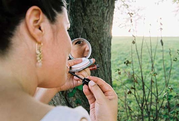 Bride-to-be Freyja touching up make-up at West Park Winery in 2007. - HILLARY HARVEY
