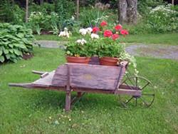 f75262fe_3.saac.garden.tour.wheelbarros.jpg