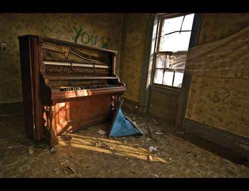 wff_9-pianos_close_your_eyes.jpg