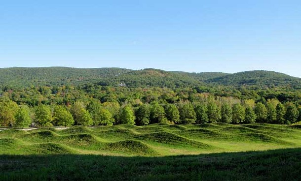 Maya Lin, Storm King Wavefield, 2007-2008, earth and grass.