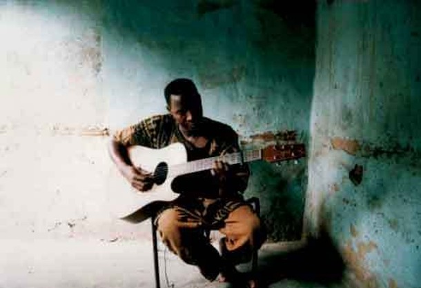 nightlife_sidi-toure_--guitare-02web.jpg