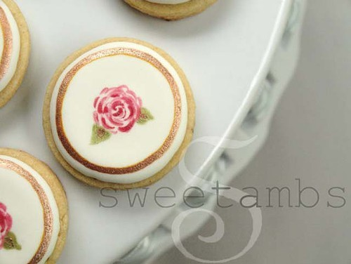 SweetAmbs: Tiny Rose wedding cookie