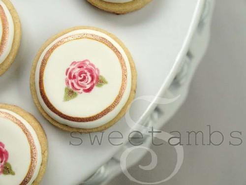 SweetAmbs: Tiny Rose wedding cookie