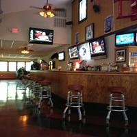 The Hurley Mountain Inn: Great bar food, Tootsie tribute & games
