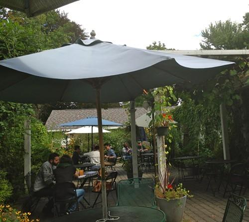 The lovely garden patio at Homespun