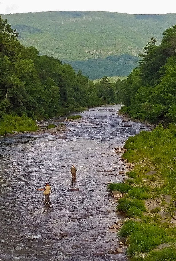 800px-fishermen_in_esopus_creek_from_woodland_valley_road_phoenicia_ny.jpg