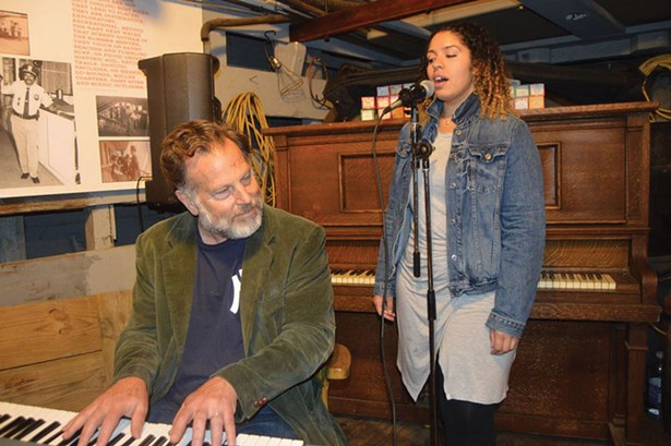 Peter Wetzler and Eleni Reyes performing on the barge Pennsy 399 (Gloria Waslyn).