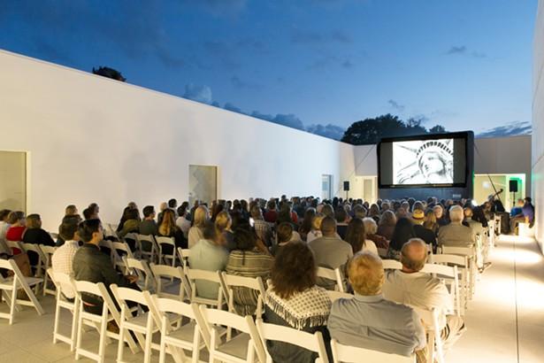 20170915_magazzino_outdoor_movies_cinema_in_piazza.jpg