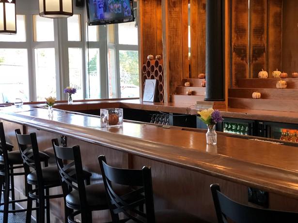 The bar at Dutchess BBQ