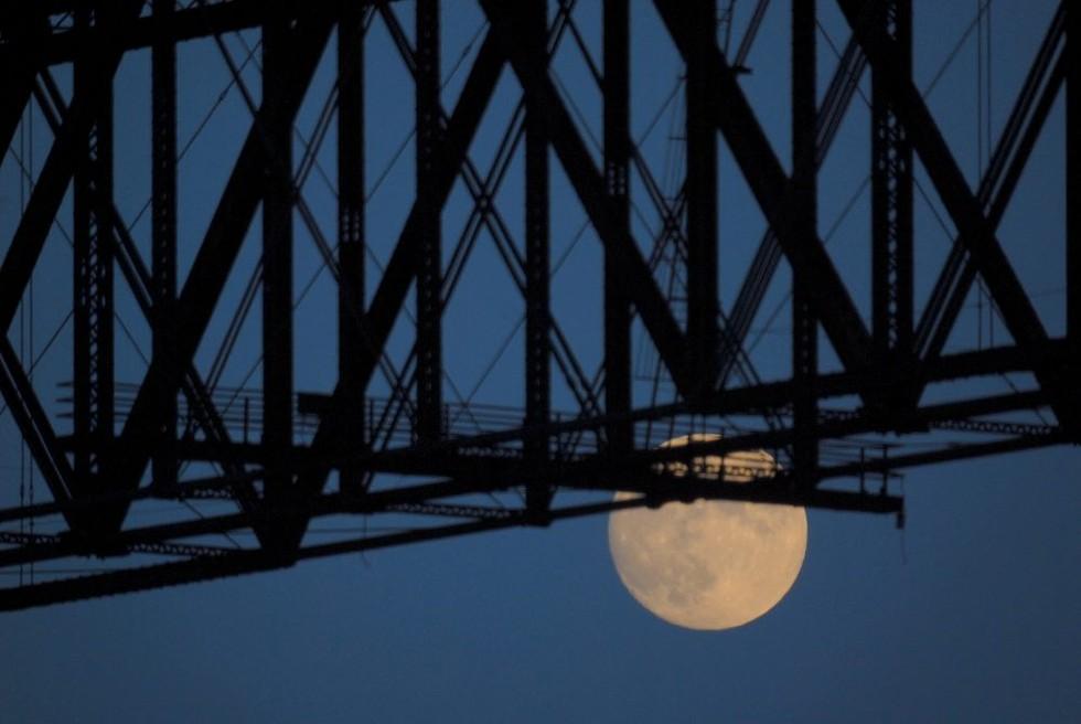 moon-under-the-walkway_jeff-anzevino-e1522773075802.jpg