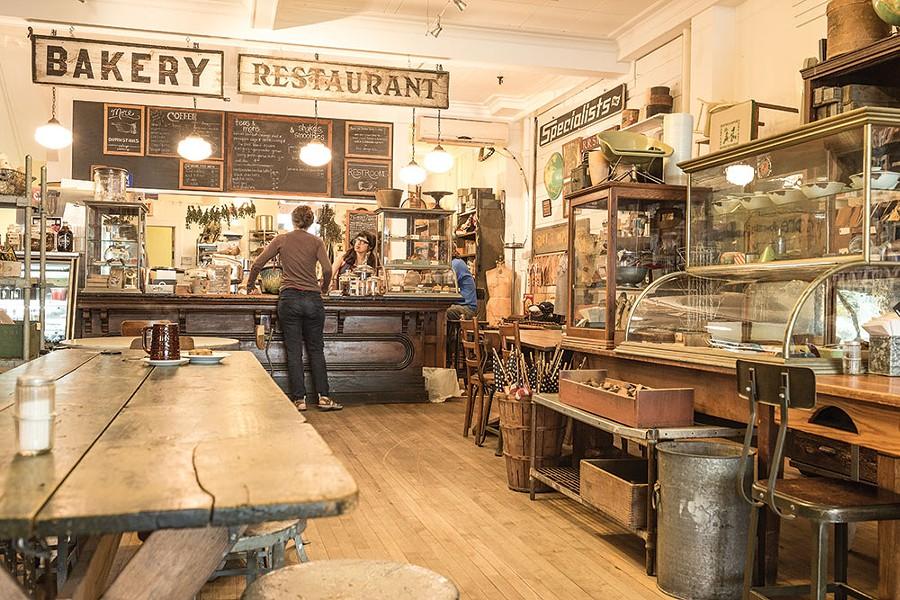 Outdated Cafe - FRANCO VOGT