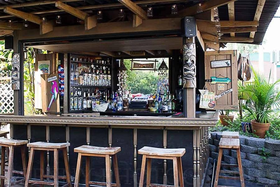 The tiki bar at Captain Kidd's Inn.