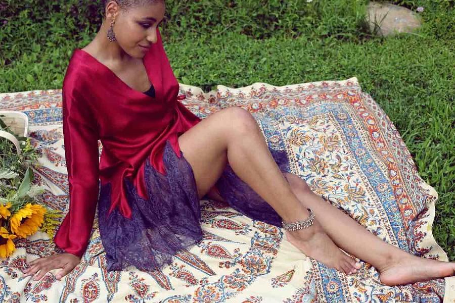 bts-lorelei18-deco-lace-red-silk-robe-meadow-4-web.jpg