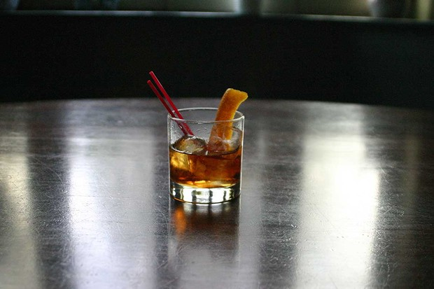 How To Make a Stockade Tavern Rum Old Fashioned