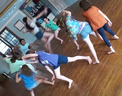 Guided Dance Improvisation at The Moving Company - Uploaded by Movcodance