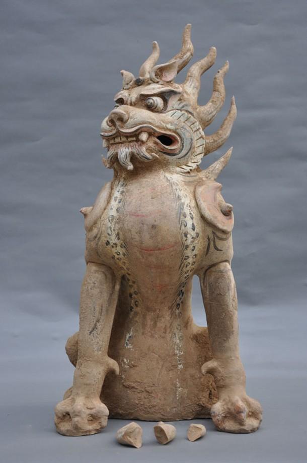Zhenmushou (Tomb Guardian Beast), Tang dynasty (618-907 CE), painted and gilt earthenware, 65.7 × 30 cm, unearthed 2009, Tomb M2, Fujiagou Village, Lingtai County, Gansu Province, Lingtai County Museum, Pingliang.
