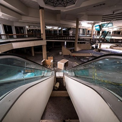 12 Eerie Photos of the Randall Park Mall