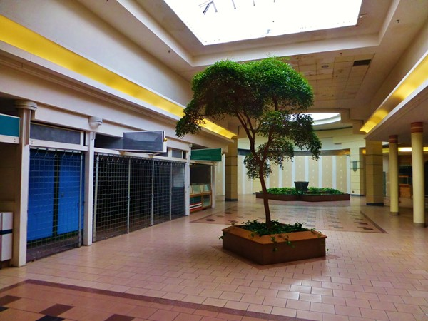 15 photos of the abandoned canton centre mall slideshows cleveland scene. Black Bedroom Furniture Sets. Home Design Ideas