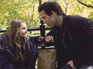 Abigail Breslin and Ryan Reynolds in a father-daughter bonding moment.