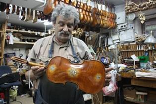 Amnon Weinstein in his studio - DEBRA YASINOW
