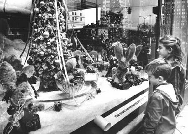 University Avenue Holiday Lights In >> 22 Nostalgic Photos of Downtown Cleveland at Christmastime   Slideshows   Cleveland Scene