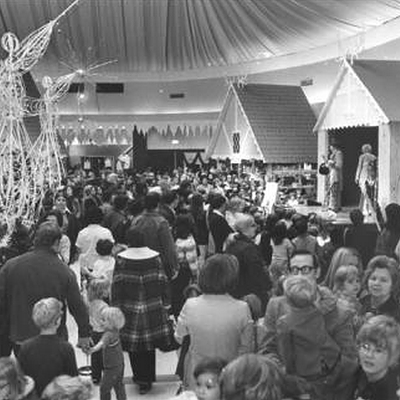 22 Nostalgic Photos of Downtown Cleveland at Christmastime