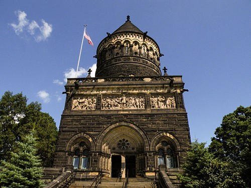 James_A._Garfield_Monument.jpg