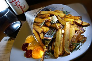 Fries of the gods:  Bar Cento's crunchy, rosemary-scented Pommes Frites. - WALTER NOVAK