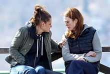 kristen-stewart-and-julianne-moore-on-the-set-of-still-alice_3.jpg
