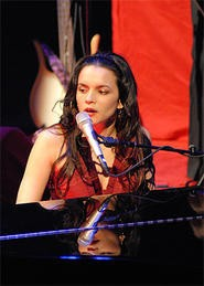 Norah Jones at the State Theatre. - WANDA SANTOS-BRAY