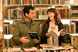Steve Carell woos a pretty woman in a bookstore. Sound familiar?
