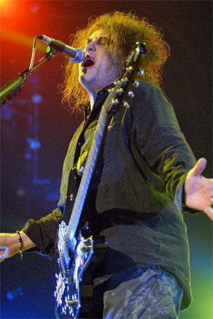The Cure's Robert Smith puts on his happy face at the Wolstein Center. - WANDA SANTOS-BRAY