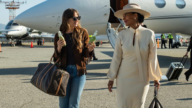 Dakota Johnson and Tracee Ellis Ross in The High Note. - FOCUS FEATURES