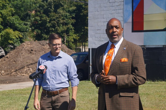 Blaine Griffin (R), announced his endorsement of Kevin Kelley outside the DREAM mural at E. 110th and Woodland, (9/16/21). - SAM ALLARD / SCENE